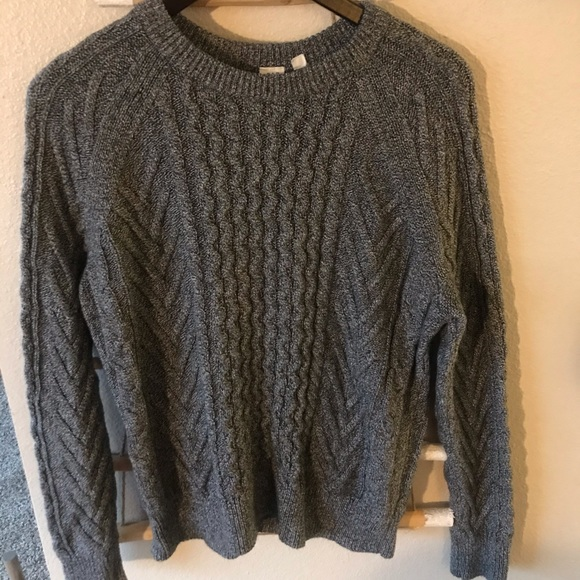 GAP Sweaters - Gap cable knit sweater